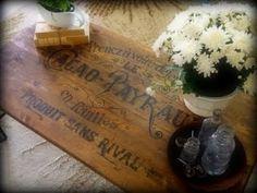 Capolavoro che meritava un post a sé: l'autrice del blog è partita da un semplice tavolo in legno con base in f...