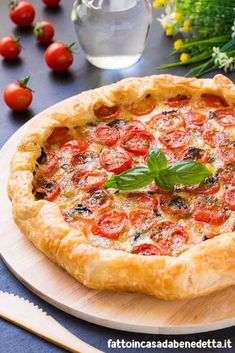 Quiches, Entrée Simple, Waffle Pizza, Salada Caprese, Tarte Fine, Daily Meals, Quick Easy Meals, Finger Foods, Italian Recipes