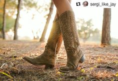Winter sun Pic by @sergi_like_jay #sendra #sendraboots #highquality #handmadeboots #madeinspain #loveboots #fashionboots #fashion #design #trend #look #awesome #amazing #authentic #picoftheday #bestoftheday #photooftheday #details