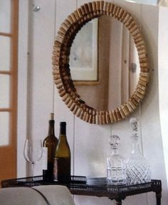 Wine corks around a circle mirror.this uses 180 corks.i might try a square mirror. Wine Craft, Wine Cork Crafts, Wine Bottle Crafts, Wine Bottles, Wine Cork Projects, Diy Projects, Wine Cork Art, Recycled Wine Corks, Glass Containers