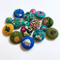 CREAMENTE - #buttons #embroidery