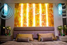 Спальня в янтаре. В освещении использовали линейный светильник NS.1911 и светодиодную ленту DreamLED BASIC 240 CW