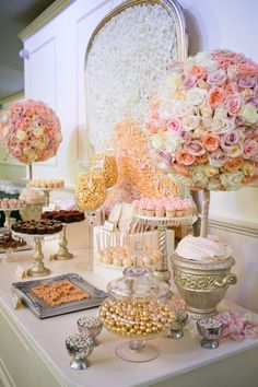 Thema Bruiloft - Thema Marie Antoinette Victorian - www. Candybar Wedding, Wedding Candy Table, Mod Wedding, Wedding Desserts, Wedding Reception, Wedding Cakes, Wedding Decorations, Wedding Day, Table Decorations