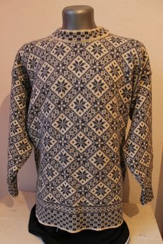 DALE OF NORWAY 100% PURE WOOL VINTAGE NORWEGIAN TELEMARK SCANDINAVIAN. SIZE XL -
