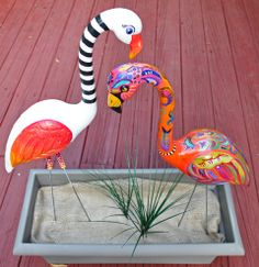 """Fanny"" by artist Diana Rast and ""Floramingo"" by artist Alba Mas in their traveling exhibit ""habitats. Flamingo Craft, Flamingo Garden, Flamingo Decor, Flamingo Party, Yard Flamingos, Pink Flamingos, Pink Bird, Pink Plastic, Camping Crafts"