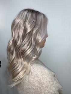 #pastelhair #hair #haircolor #blondehairstyles #blondehighlights Pastel Hair, Blonde Highlights, Haircolor, Blonde Hair, Long Hair Styles, Beauty, Blonde Chunks, Hair Color, Yellow Hair