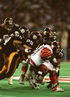 Steelers vs Bengals - Three Rivers Stadium Greg Lloyd and the rest of the Steeler defense hard at work. Steelers And Browns, Go Steelers, Pittsburgh Steelers Football, Pittsburgh Sports, Cincinnati Bengals, Football Images, Sports Images, Three Rivers Stadium, Steeler Nation