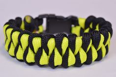 "Make the ""Growling Dog"" Paracord Survival Bracelet - DIY - BoredParacord"