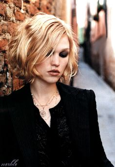 Short Waves | 17 Ways Julia Stiles Hairstyles Prove We Can Slay Any Hairdo | Hairstyle Ideas by Makeup Tutorials at http://makeuptutorials.com/17-ways-julia-stiles-hairstyles-prove-we-can-slay-any-hairdo/