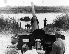 World War Romanian Gunners From Infantry Division Taking Offensive On The Tisza River During Their Advance On Budapest. Pin by Paolo Marzioli Budapest, History Images, Military Photos, War Machine, Special Forces, Armed Forces, World War Two, Warfare, Wwii
