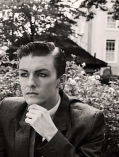Vintage Ricky Gervais in his David Bowie phase