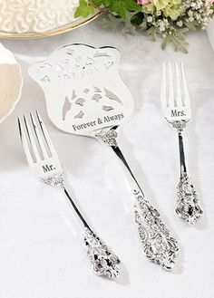 Your wedding cake deserves the best – find it in this personalized cake server and forks set. This set is silver-plated and personalized with your special note. Use for the big day, but keep forever as a special memento that can be used again for special occasions.