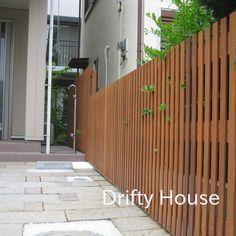 神奈川県茅ヶ崎市K様邸エクステリア施工例/木製縦格子目隠しフェンス Home Id, Zen Design, Privacy Fences, Entrance Decor, Fence Gate, Japanese Design, Sweet Home, Exterior, Interior Design