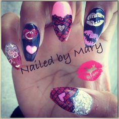 Valentine hearts and lips nails.