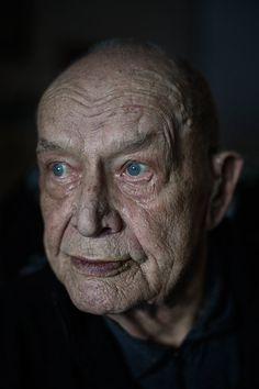 """Born in 1917, """"Syntymäpaikkani on Tyrvää, ja hautapaikkani sijaitsee Vammalassa, vaimoni ja appivanhempieni vieressä. Ihan onnellisesti tämä elämä on mennyt, mutta olen ollut valmis lähtemään jo kauan. Halusin taistella siihen saakka, että hautakiveen voi kirjoittaa kaksi kertaa seitsemäntoista."""" Heimo Huju"""