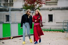 Welcome to Paris Fashion Week, where black is always a safe bet, with some of the more adventurous street style stars opting for bold, primary hues and sparkle. Star Fashion, Paris Fashion, Womens Fashion, Welcome To Paris, Street Style 2017, Cool Street Fashion, Catwalk, What To Wear, Style Inspiration