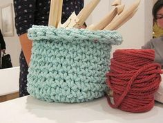 Visto aquí: http://www.thetrendygirl.net/2011/12/tricot-et-crochet-xxl.html