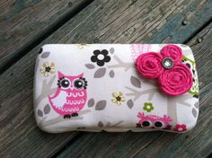 Owls in a Tree with Rolled Flowers Boutique Style Travel Baby Wipe Case. $11.70, via Etsy.