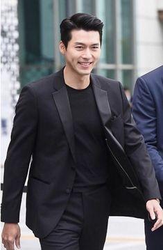 What a man, what a man, what a mighty fine man, Binnie! A man I wish I could meet. Hyun Bin, Hot Korean Guys, Korean Men, Asian Men, Nice Outfits For Men, Hyde Jekyll Me, Lee Minh Ho, Watch Korean Drama, Choi Jin Hyuk