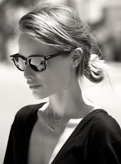 Anine in ANINE BING fine jewelry and Rayban sunglasses   www.aninebing.com #aninebing #aninebingjewerly