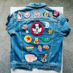 Cute Disney Outfits, Disneyland Outfits, Disney World Trip, Disney Trips, Disney Diy Crafts, Disney Patches, Diy Embroidery Patterns, Disney Queens, Denim Jacket Patches