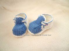 Sapatinho de Crochê Azul Gael  Encomendas personalizadas whatsapp 62 98146.4188 email artelinharj@gmail.com Instagram: @croche_artelinha www.elo7.com.br/crocheartelinha