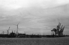 https://flic.kr/p/DWKHP6 | Hamburg Port #4 | APX 400/800 Canon A1
