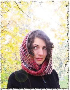 Love the squishy brioche stitch in this cowl, the perfect thing to have around your neck in this might cold winter. The moebius technique is a fun way to show off the intriguing color effect. >> Free Ravelry Pattern: Moebi pattern by Hannah Cuviello