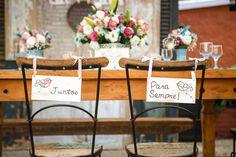 O casamento aconteceu numa tarde maravilhosa, ao ar livre, e seguiu a linha vintage alegre! Na decoração, um casamento rosa e azul, lindo e inspirador!