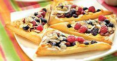 Trojuholníky s tvarohom a ovocím - dôkladná príprava krok za krokom. Recept patrí medzi tie najobľúbenejšie. Celý postup nájdete na online kuchárke RECEPTY.sk.