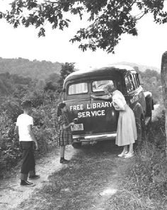 "Old Pics Archive on Twitter: ""Free library service / Rare Vintage Photos, Part 1 (35 pics) https://t.co/uM9uyEaGnC https://t.co/AMFKzPAga7"""