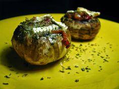 Cogumelos recheados com queijo Brie e presunto