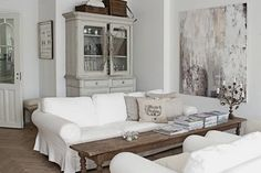 beautiful tailored slipcover - foto: Maria-Isabel Hansson from skona hem ~~look at that coffee table