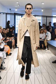 Chalayan Spring 2019 Menswear Fashion Show Collection: See the complete Chalayan Spring 2019 Menswear collection. Look 3