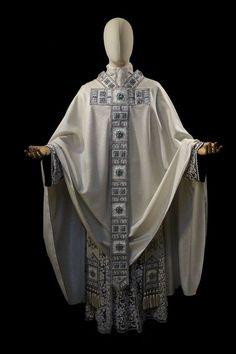드림팩토리 그림공부봇(@DF_drawing) 님 | 트위터 Diy Fashion, Ideias Fashion, Fashion Beauty, Fashion Outfits, Fashion Design, Priest Outfit, Desert Clothing, Catholic Religion, Kirchen