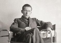 Marcel Breuer, the Bauhaus Architect: Marcel Breuer in the Wassily chair Marcel Breuer, Modern Architects, Famous Architects, School Architecture, Amazing Architecture, Wassily Chair, Schrift Design, Bauhaus Design, Midcentury Modern