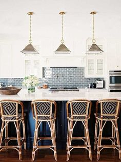 How to create a welcoming kitchen – on a budget! – with advice from Nate, Lauren, and Sasha.