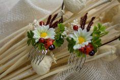 Flower hair comb, wedding hair comb by EvaFlowersDesigns on Etsy Flowers In Hair, Silk Flowers, Flower Hair, Hair Comb Wedding, Wedding Hairstyles, Tableware, Photo Props, Babies, Dinnerware
