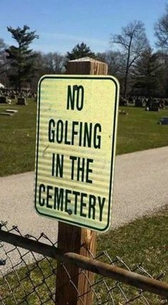 Golf Sayings By the looks of this sign, it seems some people do like to play around the dead – literally. And really, it's all fun and games until someone gets hurt… by a golfball in the head while grieving for their loved ones. Golf Quotes, Funny Quotes, Funny Memes, Golf Sayings, Funny Road Signs, Golf Etiquette, Apps For Teens, Golf Humor, Life Is Hard