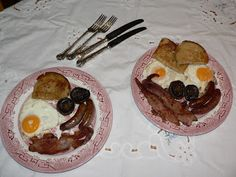 Food of the Shire: Recipe: A Hobbit Breakfast - in case your party's early or has overnight guests. Breakfast Meat, Second Breakfast, Best Breakfast, Dinner And A Movie, Kid Friendly Dinner, Food Themes, The Hobbit, Food Inspiration, Good Food