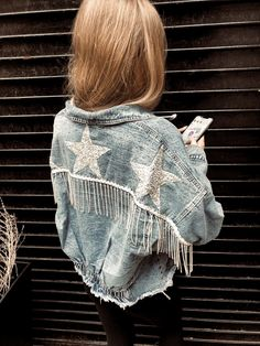 Rhinestone Fringe & Stars on Denim Jacket OMG Denim Jacket Diy, Painted Denim Jacket, Fringe Jacket, Denim Vests, Jacket Jeans, Denim Outfit, Jacket Dress, Denim Fashion, Look Fashion