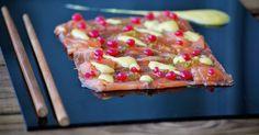 Sin duda éste es un entrante para sorprender! un carpaccio de salmón con el toque cítrico que le aporta la piel de lima rallada, un p...