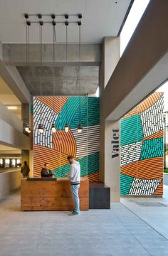 Color & Murals in Commercial Interiors. Oh the power of murals! Design Studio 10 new examples of color in architecture Commercial Interior Design, Office Interior Design, Commercial Interiors, Office Interiors, Design Offices, Office Designs, Design Interiors, Modern Interior, Office Reception