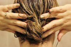 Home remedies to grow hair / How to Make Your Hair Grow Faster / make hair grow faster Flaky Scalp, Make Hair Grow, Hair Mask For Growth, Hair Pack, Prevent Hair Loss, Tips Belleza, Hair Care Tips, Hair Tips, Hair Health
