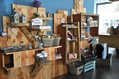 Módulos expositores en madera natural y reciclada