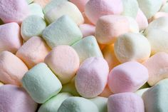 A lovely sweet and sticky creamy marshmallow fragrance. Not suitable for use in candles or aroma beads. Mini Marshmallows, Tout Rose, Aroma Beads, Halloween Sweets, Chocolate Sweets, Valentines Day Treats, Gelatine, Scented Candles, Kitchens