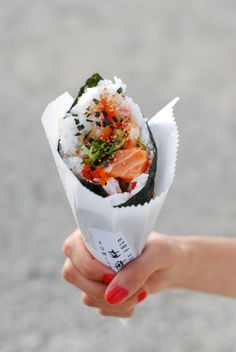 Temaki - Handmade Sushi Roll/Cone. Used to get these in a smaller version for the kids on our walk home from school in Sydney. Such a healthy snack. ใช้เป็น takeaway ได้ จะกินยากไหม ? Packaging ?