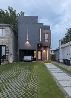 design project house Borxu Built Around a Vertical Sculpture Gallery: Totem House in Toronto