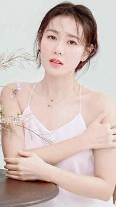 [한국女]《손예진》사진모음(눈 웃음이 넘 사랑스러워♡) : 네이버 블로그 Korean Actresses, Korean Actors, Korean Beauty, Asian Beauty, Natural Beauty, Young Cute Boys, Beauty Shots, Foto Pose, Grunge Hair