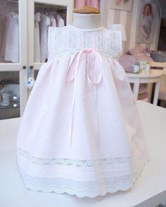 Toddler Girl Dresses, Little Girl Dresses, Girls Dresses, Baby Clothes Patterns, Dress Patterns, Crochet Summer Dresses, Wedding Flower Girl Dresses, Royal Clothing, Kids Frocks